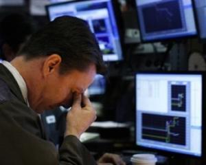 Analisti externi: Leul va continua sa se deprecieze, deoarece criza politica continua. Acordul cu FMI este in pericol