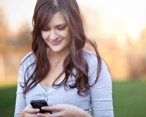Pietonii nu mai au voie sa trimita sms-uri pe strada in New Jersey