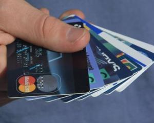 BNR: Romanii au facut cu 21% mai multe tranzactii cu cardurile de debit in 2010