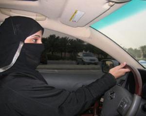 Barbatii din Arabia Saudita au declansat o campanie pentru lovirea femeilor la volan