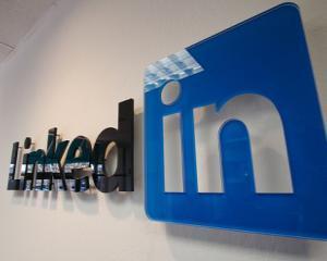 Ce statusuri sa postezi pe LinkedIn cand ai nevoie de un job