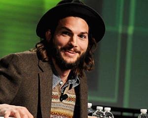 Ashton Kutcher ii plateste mogulului Richard Branson 200.000 de dolari ca sa-l duca in spatiu