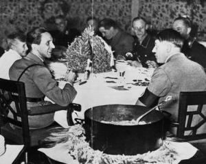 Adolf Hitler era... vegetarian