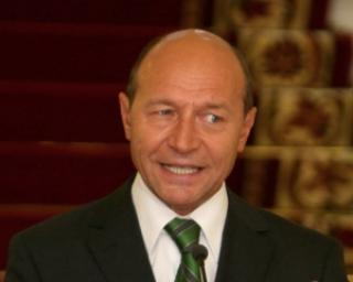 Basescu o promoveaza pe Macovei in PDL