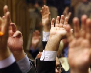 Deputatii ar putea renunta la votul prin ridicarea mainii in favoarea celui electronic