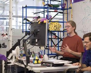 Cum arata configuratia de computer pe care inginerul Google o foloseste pentru a lucra la serviciile pe care le folosim zi de zi