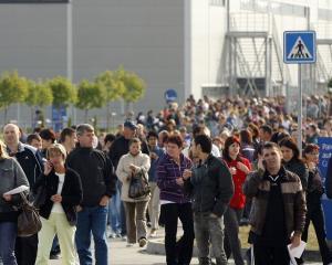 Somerii de la Nokia Jucu primesc 500 de euro daca isi gasesc de munca in alt oras