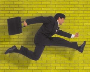 84% dintre angajatii romani spun ca pot intarzia la munca
