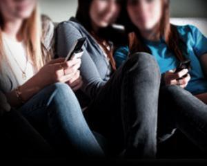 Studiu universitar tabu: Sexting-ul, un fenomen usor de definit, dar greu de combatut