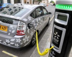 Cine cumpara masini electrice? Guvernele si corporatiile, mai putin persoanele fizice