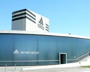 Adidas si-a revizuit in crestere estimarile privind profitul din acest an