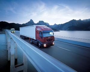 ANALIZA: Transportatorii isi repara camionul in propriul service, decat sa mearga la cel autorizat