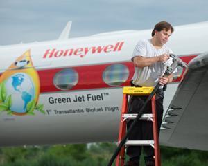 Moment istoric: Primul zbor transatlantic pe biocombustibil