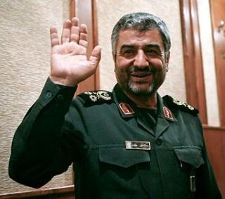 WikiLeaks: Ahmadinejad a fost palmuit in ianuarie de un comandant militar