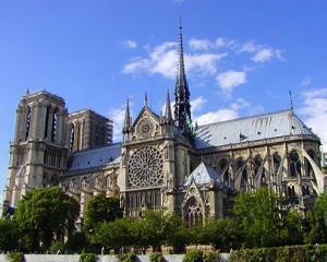 Unde isi lasa turistii banii in Paris
