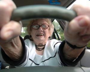Riscul de accidente auto creste dupa 75 de ani