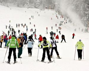 Cat costa daca vrei sa mergi la schi in Poiana Brasov?