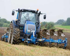 Faur, APIA: Fermierii romani ar putea primi cu 27 euro mai mult pe hectar decat in 2010