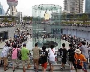 Apple sustine ca a vandut peste 2 milioane de iPhone 5 in China, in decursul weekend-ului