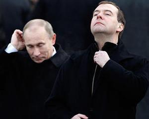 Medvedev e maniat pe Putin: Comentariile premierului legate de interventia coalitiei in Libia sunt