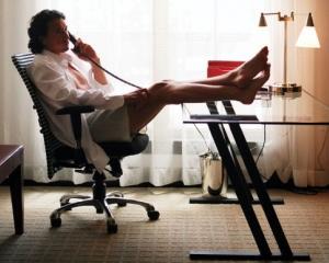 Studiu: Munca la domiciliu poate dauna grav vietii personale
