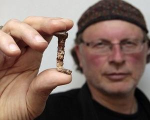 VIDEO: Un regizor canadian de origine romana sustine ca a descoperit cuiele cu care a fost crucificat Iisus
