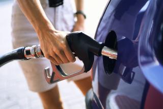 ANPC: Benzinariile vand motorina indoita cu apa si benzina impura