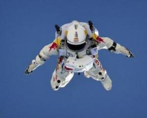 Felix Baumgartner a intrat in cartea recordurilor dupa ce a sarit de la 39.000 de metri