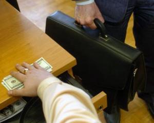 Ofensiva lui Ungureanu impotriva evaziunii fiscale: 30 de persoane au fost arestate in 10 zile