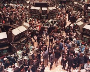 ANALIZA: 19 octombrie. La 25 de ani de la Black Monday, increderea investitorilor in actiuni ramane la cote minime