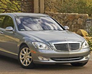Ghici care polueaza mai putin: niste masini electrice sau Mercedes S-Class?