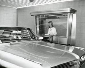 7 iunie 1962: Credit Suisse deschide prima banca drive-in