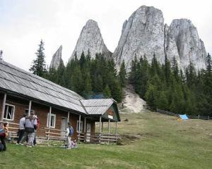 Tarifele hotelurilor de la munte vor scadea in 2013 cu 5%