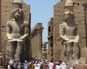 Presedintele ANAT: Peste 10.000 de turisti romani care au contractat vacante in Egipt le-au anulat