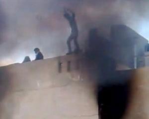 Libia: 140 de morti. Femei si copii s-au aruncat de pe poduri pentru a scapa de gloantele lunetistilor