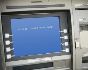 BNR: In trimestrul doi, retragerile de numerar din ATM-uri au inregistrat o crestere de 6,6% fata de perioada similara a anului trecut