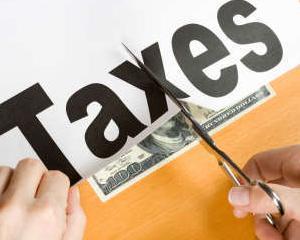 Executivul interzice contractele de servicii juridice si reduce costurile de protocol in institutii si regii