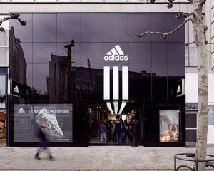 Seful Adidas: N-am resimtit inca impactul crizei datoriilor