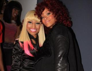 Rihanna renunta la barbati... in favoarea unei femei