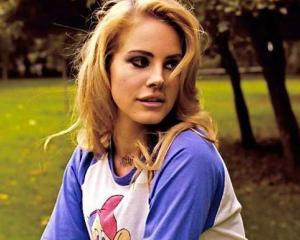 Lana Del Rey va promova noul Jaguar F-Type
