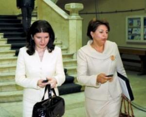 Dosariada feminina. Sulfina Barbu si Monica Ridzi se contreaza pe tema coruptiei din partid