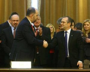 PDL vrea sa inlocuiasca toti ministrii, iar UDMR cere mai multe portofolii