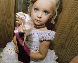 Greenpeace  Papusa Barbie este un vandal al padurilor
