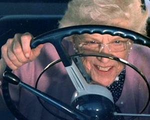 O femeie de 76 de ani din Florida a intrat cu masina intr-un supermarket