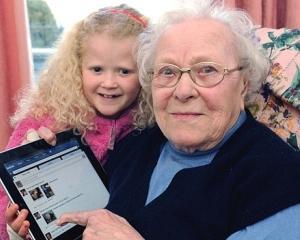 Detinatorii de tablete iPad sunt mai batrani si mai bogati decat proprietarii altor marci