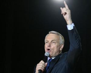 Premierul francez doreste revenirea la varsta de pensionare de 60 de ani
