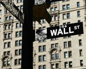 Facebook, Twitter, Gmail si YouTube, interzise pe Wall Street