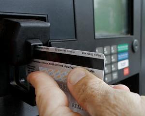Cei care platesc cu carduri American Express de la Bancpost combustibilul de la Agip primesc inapoi 2% din bani