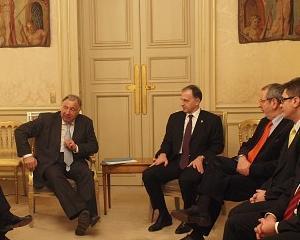 Mircea Geoana doreste un Forum, format din personalitati europene, care sa ajute la revizuirea Constitutiei