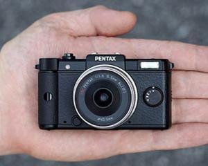 Pentax Q-Black, cea mai mica camera foto din lume cu lentile interschimbabile
